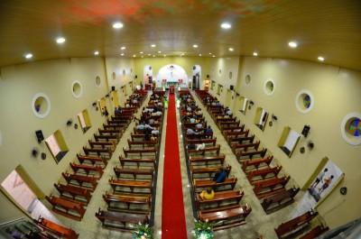 Interior da Igreja Matriz de Cascavel, no Ceará. Foto de Adefran Santana.