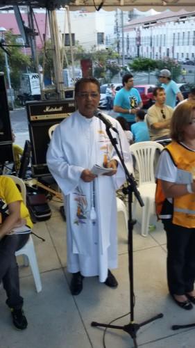 Padre Ivan é responsável pela animação da Caminhada com Maria.