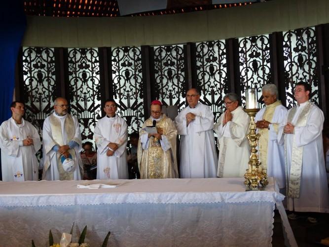 Dom Vasconcelos, Bispo de Sobral, presidiu a Celebração Eucarística de início da Caminhada com Maria.