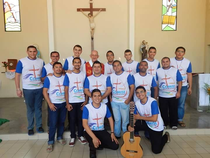 arcebispo e seminaristas