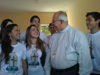 Jovens com o arcebispo de Fortaleza, Dom José Antonio, na Coletiva de Imprensa do Bote Fé Fortaleza em 2012