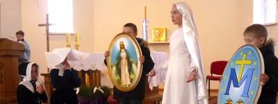 Crianças da JMV da Bielorrússia encenam aparição de Nossa Senhora a Santa Catarina Labouré