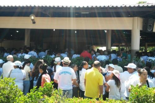 Multidão se concentra no Santuário de Nossa Senhora da Assunção.